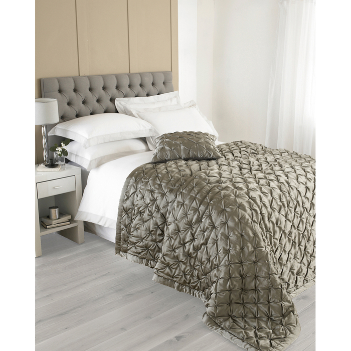 Diamond pleated throw