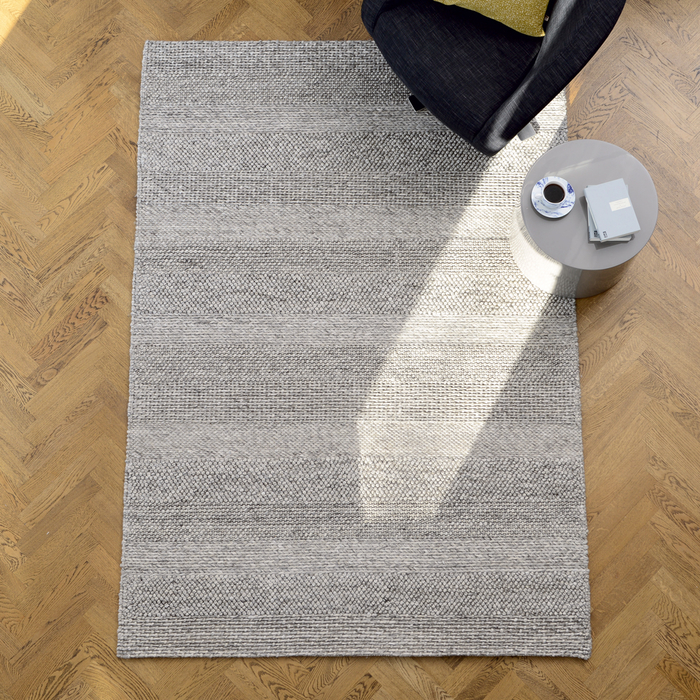Strata rug medium grey marl stripe