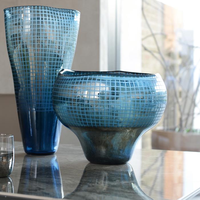Grid reflect shaped vase round blue