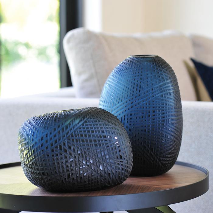 Hatch vase blue round