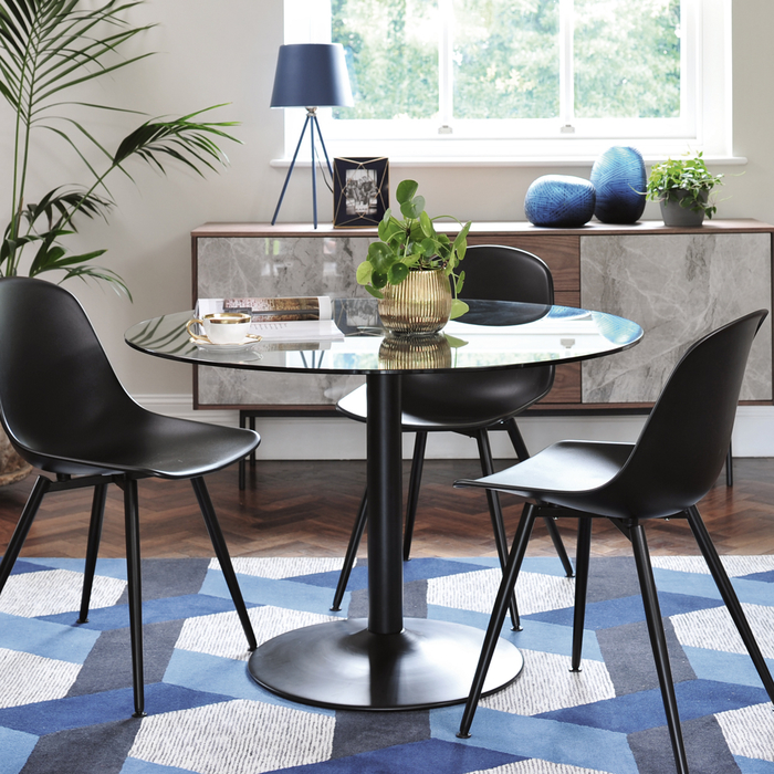 Palermo 4-5 seater dining table clear with black leg