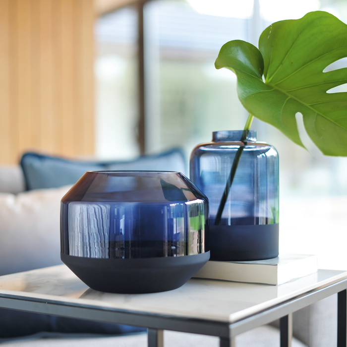 Ombre round glass vase blue